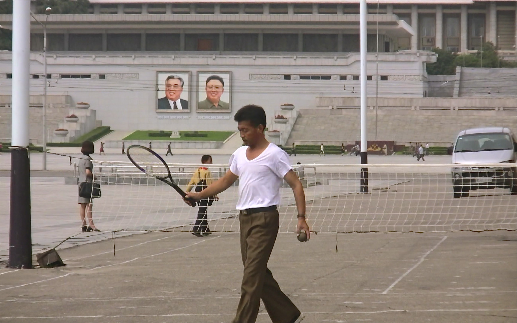 金正日広場前のテニスの風景